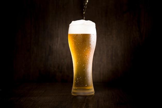 Vaso de cerveza Foto gratis
