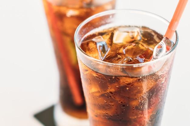 Vaso de hielo cola Foto gratis