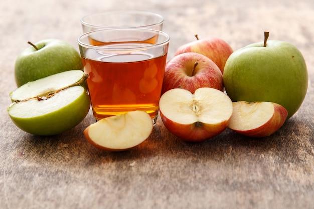 Vaso de jugo de manzana Foto gratis
