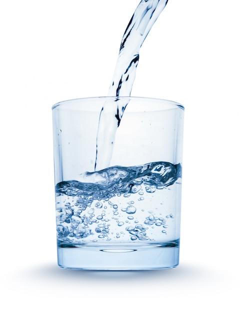 Vaso con salpicaduras de agua que fluye Foto Premium