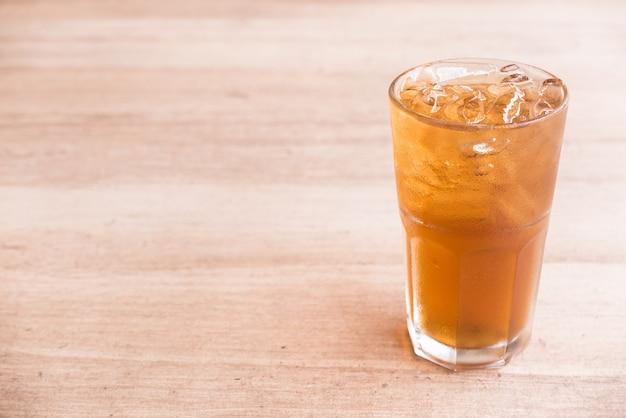 Vaso de té de limón hielo Foto gratis
