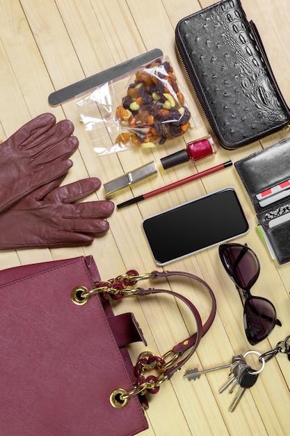 Ver en el bolso de las mujeres Foto Premium