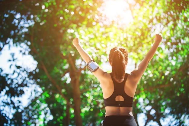verano estilo de vida de buena condición física del atleta Foto Gratis