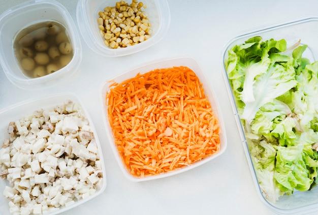 Verduras en cajas Foto gratis