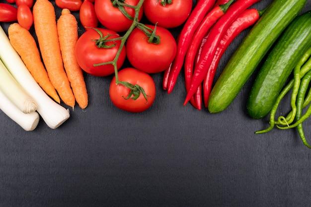 verduras-coloridas-brillantes-frescas_176474-25