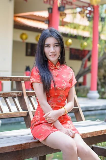 Vestido de mujer china cheongsam tradicional en año nuevo ...