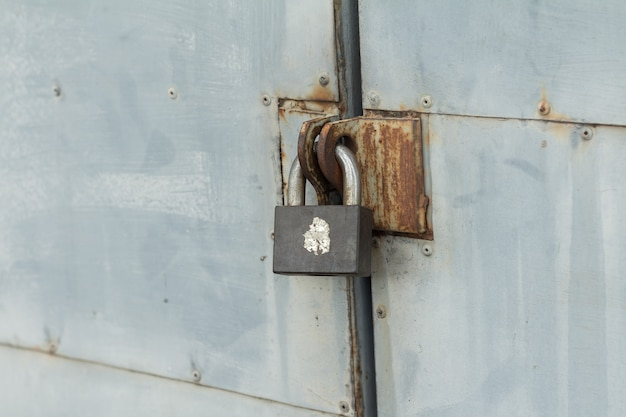 La vieja cerradura de hierro Foto Premium