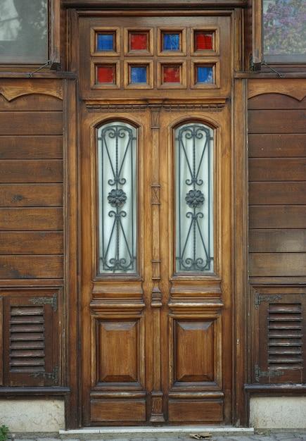 Vieja puerta de madera descargar fotos gratis for Puerta vieja madera