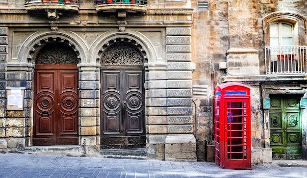 Viejas calles del centro de valletta. malta Foto Premium
