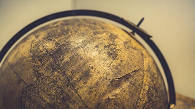 Viejo modelo esférico del globo del mundo Foto Premium