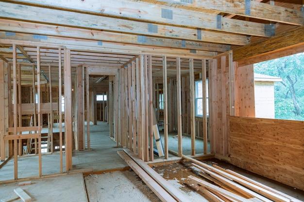 Viga enmarcada de nueva casa en construcción enmarcado del hogar Foto Premium