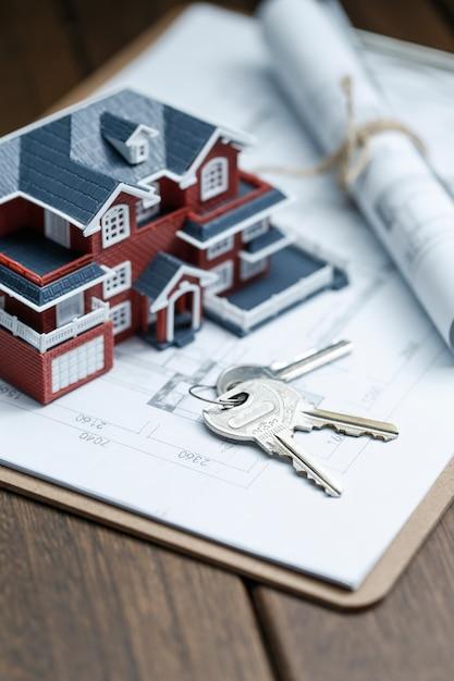 villa modelo de la casa, la clave y el dibujo en el escritorio ... - Bienes Inmuebles Dibujos