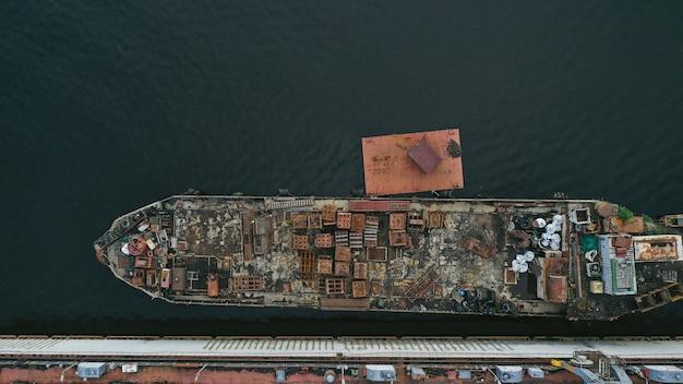 Vista aérea de un barco Foto gratis