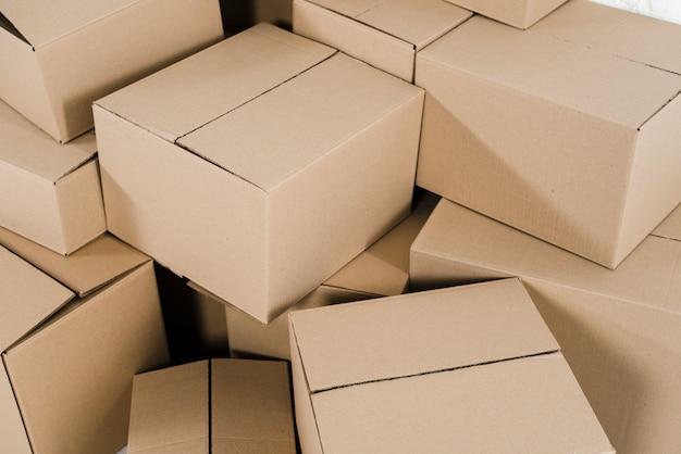 Vista aérea de cajas de cartón cerradas. Foto gratis