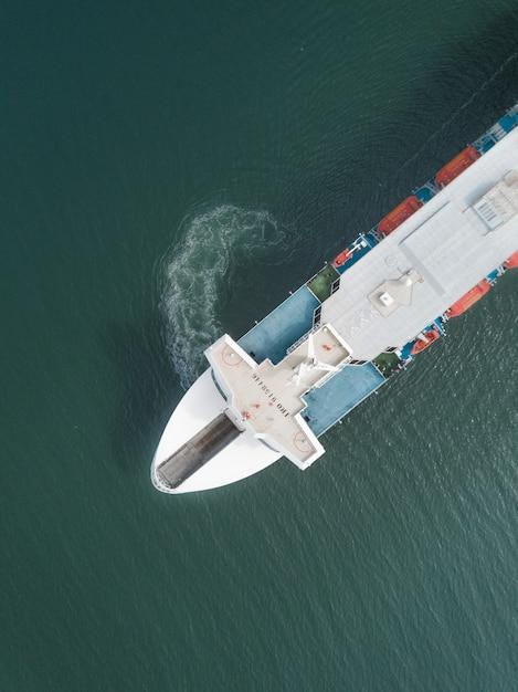 Vista aérea de un ferry Foto gratis