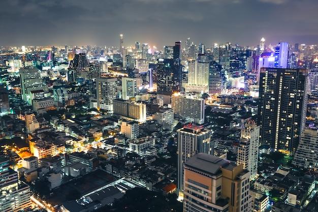 Vista aérea hermosa del horizonte del centro de la ciudad de bangkok Foto Premium