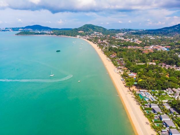 Vista aérea de la hermosa playa tropical Foto gratis