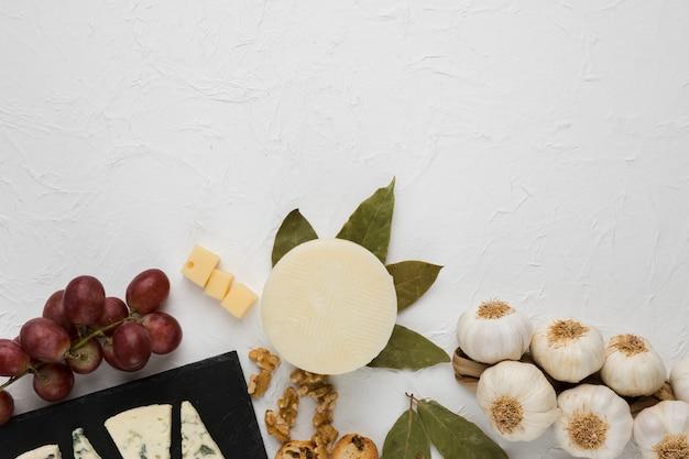 Vista aérea de ingrediente sabroso para desayuno saludable Foto gratis