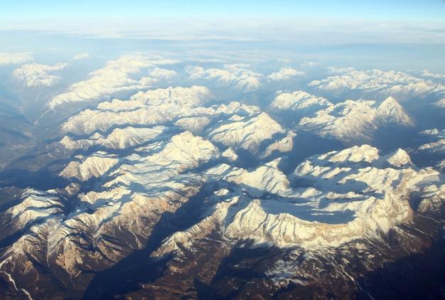 Vista aérea de montañas Foto gratis