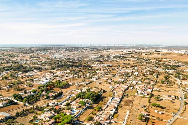 Vista aérea del paisaje rural de tiro largo Foto gratis