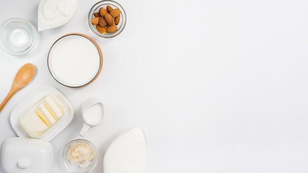 Vista aérea de productos lácteos Foto gratis