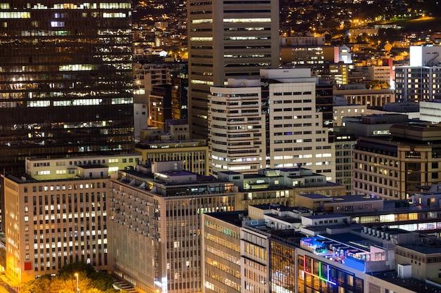 Vista aérea de rascacielos corporativos de la ciudad. Foto gratis