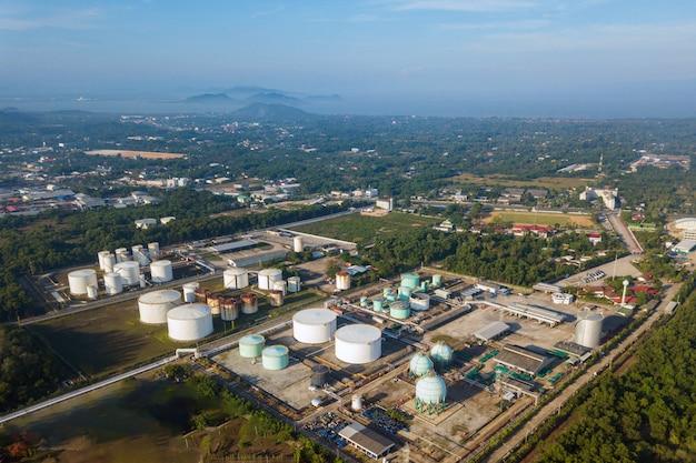 Vista aérea de la terminal petrolera. Foto Premium