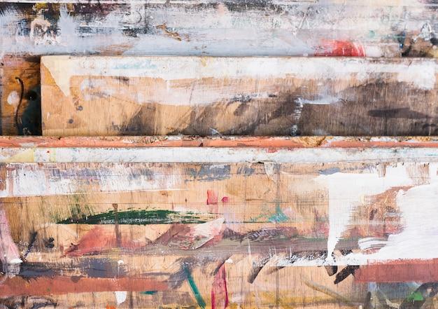 Vista de ángulo alto de pincelada colorida en madera con textura Foto gratis