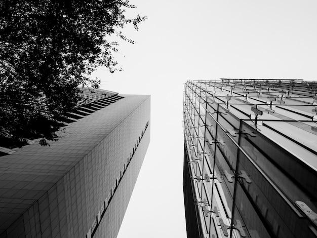 Vista de ángulo bajo del edificio en construcción Foto Premium