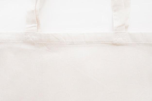 Vista de arriba de la bolsa de asas del eco del algodón en blanco Foto gratis