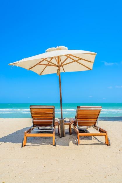 Vista de sillas de playa en un d a soleado descargar fotos gratis - Silla de playa ...