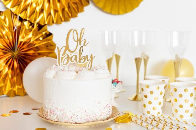 Vista frontal del concepto de pastel de baby shower Foto gratis