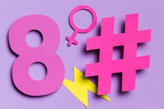 Vista frontal de hashtags del 8 de marzo y letrero femenino Foto gratis