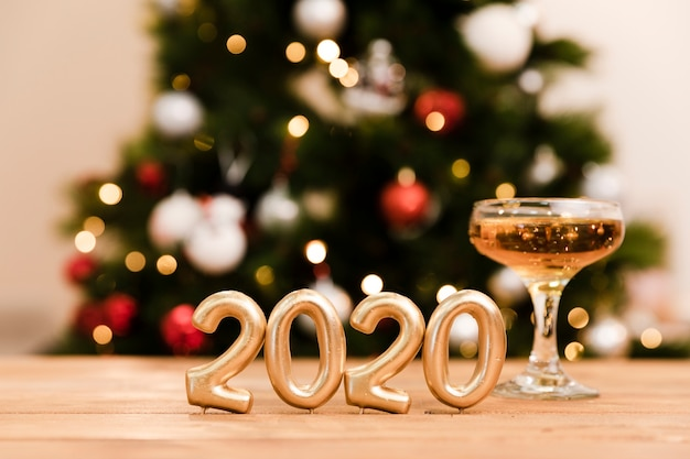 Vista frontal preparaciones para fiestas de año nuevo Foto gratis