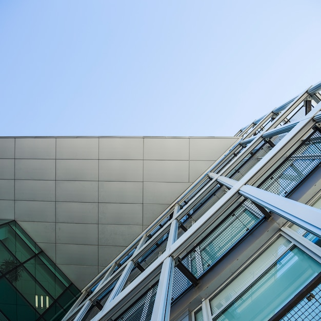 Vista inferior edificio de la ciudad Foto gratis