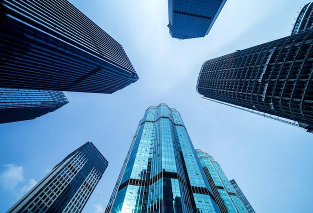 Vista inferior de rascacielos Foto Premium