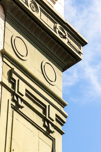 Vista lateral antiguo monumento cultural Foto gratis