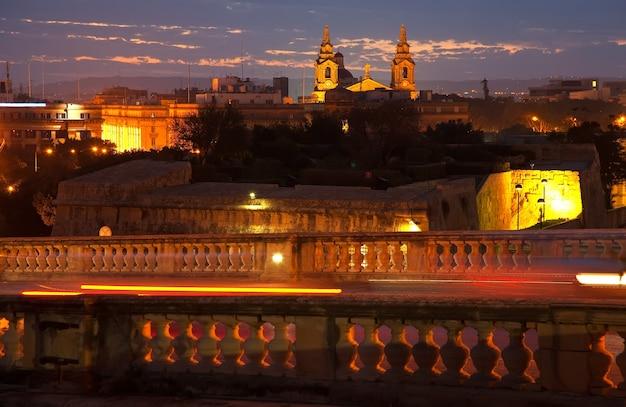 Vista nocturna de la ciudad de malta Foto gratis