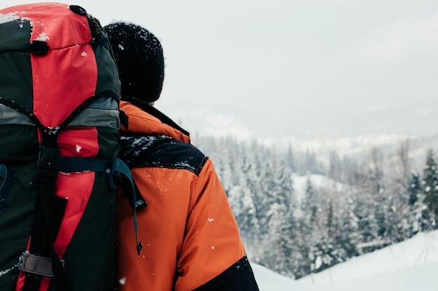 Vista posterior de invierno montaña paisaje turístico Foto Premium