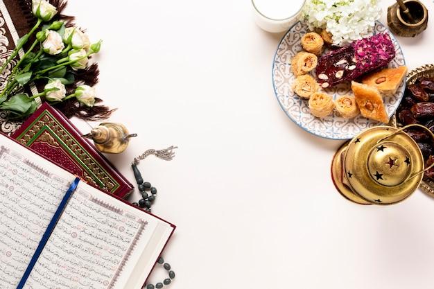 Vista superior año nuevo elementos islámicos. Foto gratis