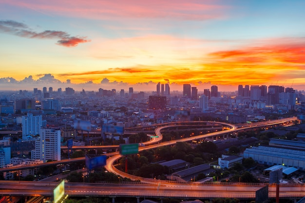 Vista superior de la autopista y autopista de bangkok, tailandia Foto Premium
