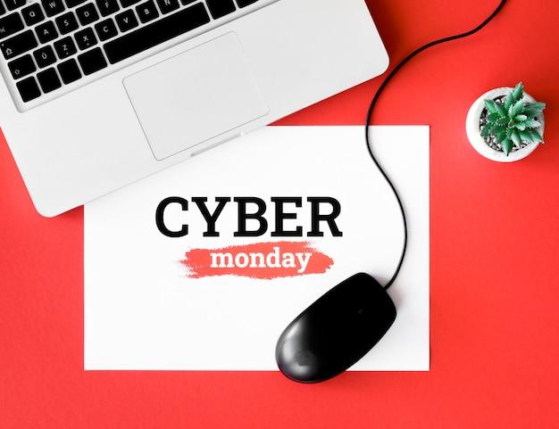 Vista superior de la computadora portátil y el mouse con planta para cyber monday Foto gratis