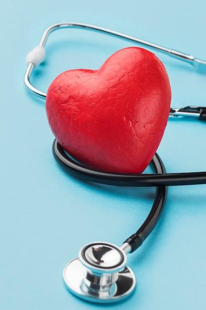 Vista superior del concepto del día mundial del corazón Foto gratis