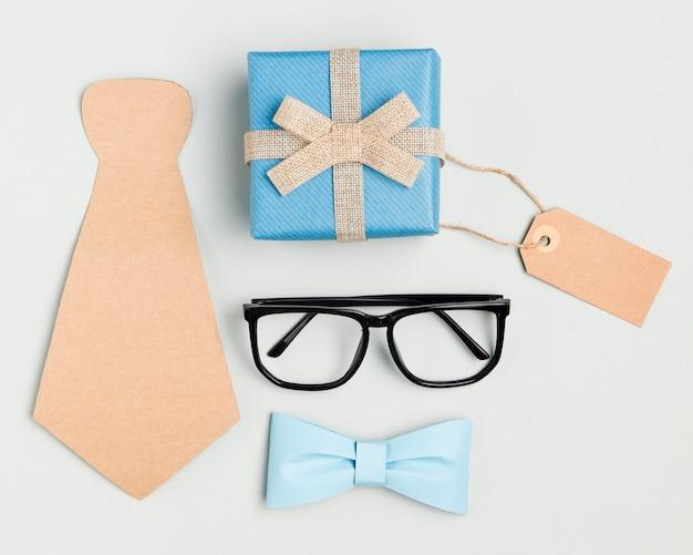 Vista superior del concepto del día del padre con anteojos Foto Premium