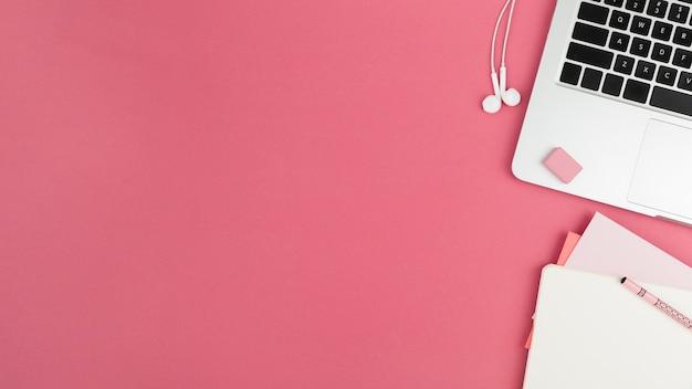 Vista superior del concepto de escritorio con espacio de copia Foto gratis