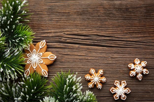Vista superior del concepto de navidad en una mesa Foto gratis