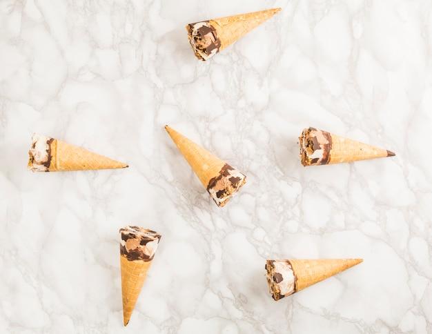 Vista superior cono de helado Foto gratis