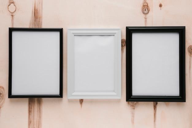 Vista superior de cuadros minimalistas en blanco. Foto gratis