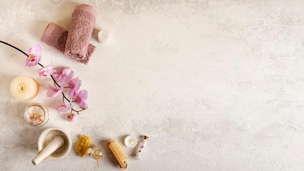 Vista superior decoración de spa con fondo de estuco Foto gratis