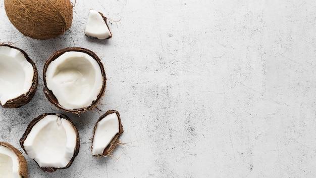 Vista superior delicioso coco con espacio de copia Foto Premium
